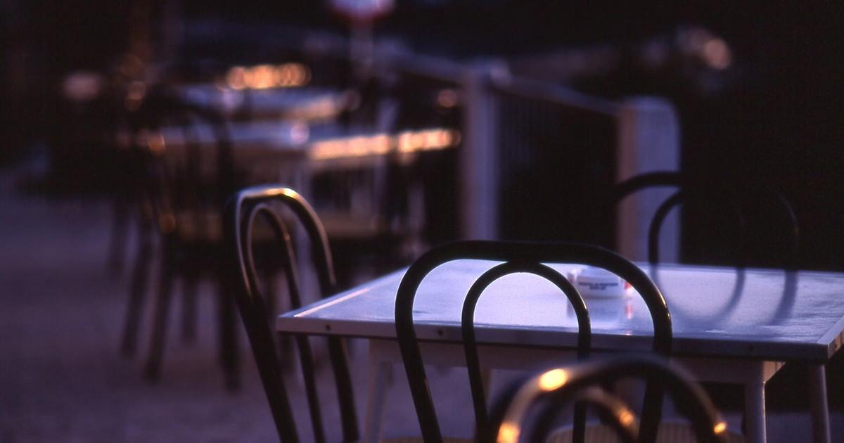 レストランのテーブルと椅子