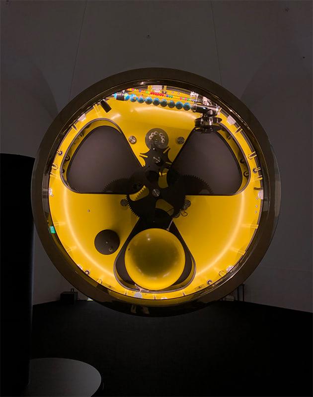 原子力の時計 | スチュアート・リングホルト(A24)
