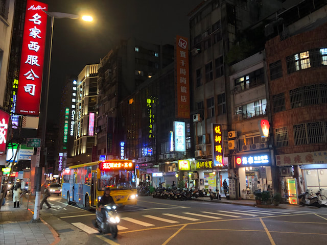 台湾の夜の通り